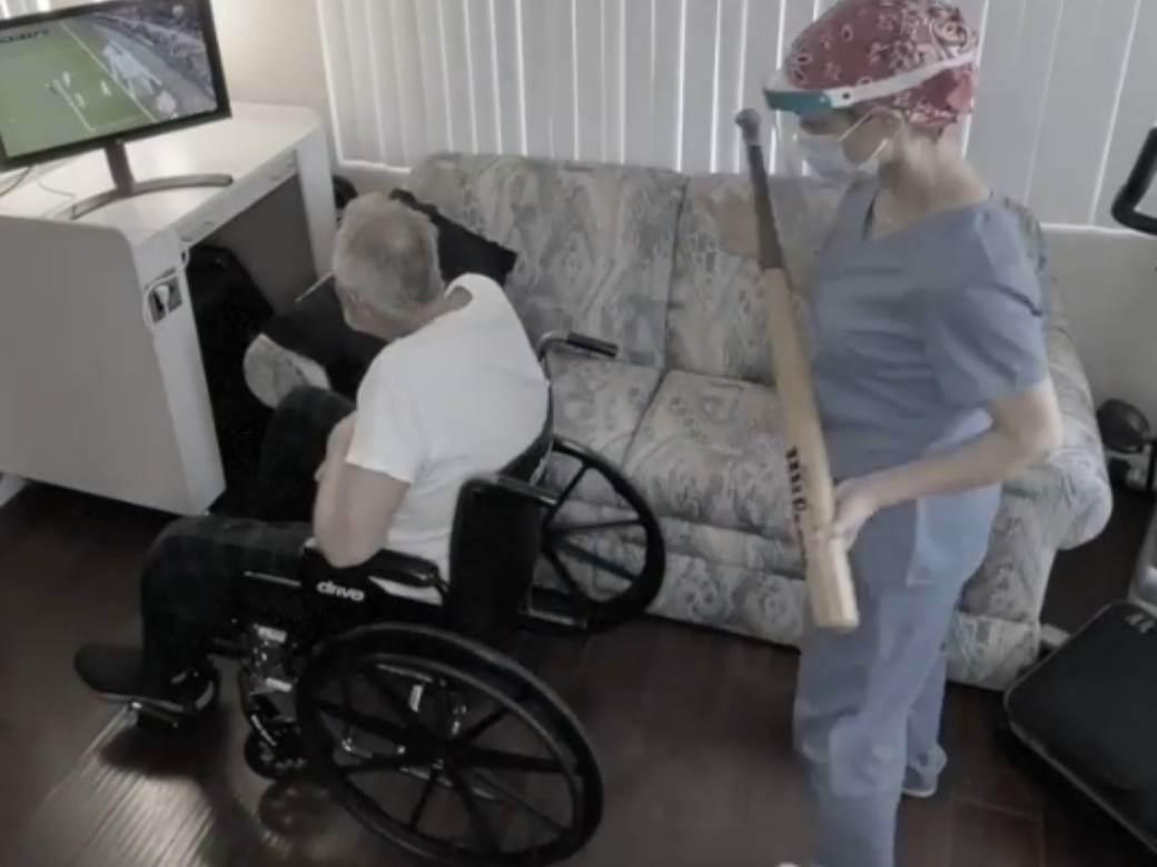 Medicinska sestra covek u kolicima