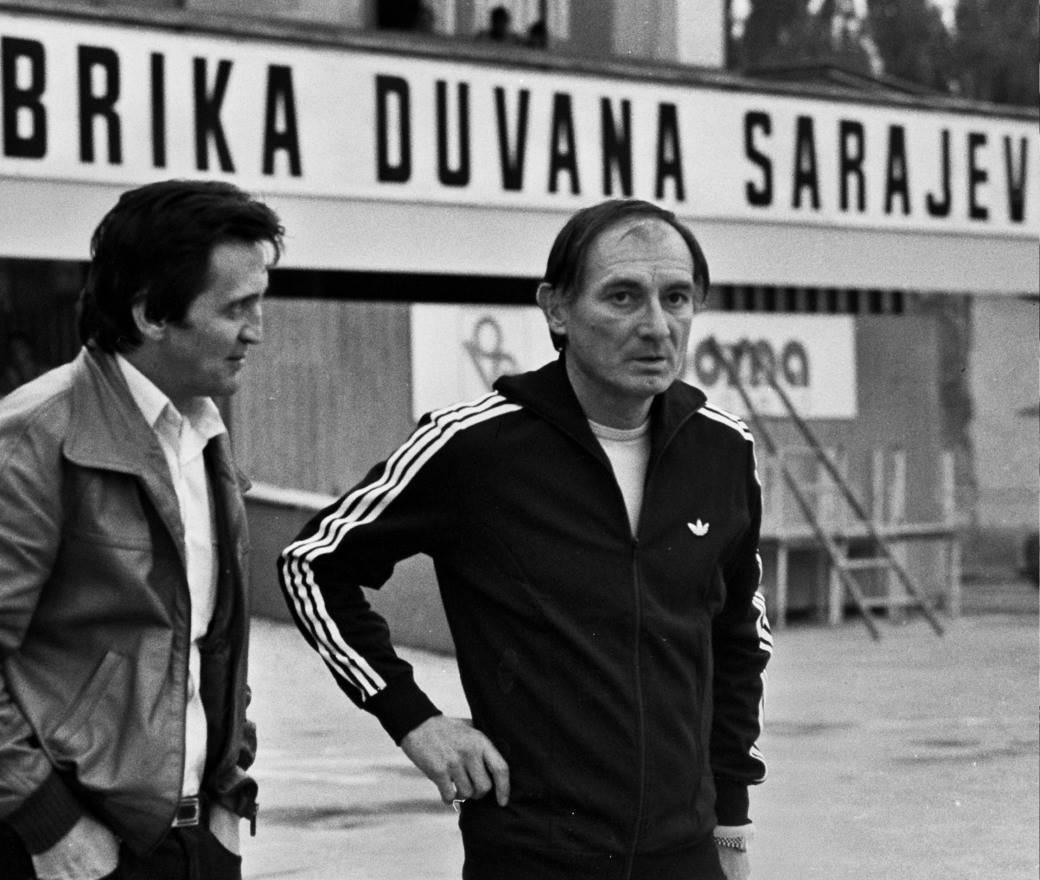 Branko Zebec kao trener HSV-a, u Sarajevu pred meč dva tima.