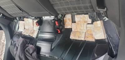 Neprijavljeni novac ispod sedista