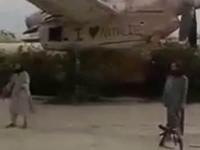Talibani pored aviona
