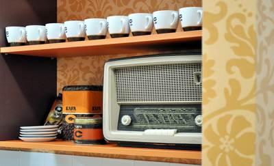 kafa, šoljice za kafu, šolja, radio, tranzistor, polica, kuhinja