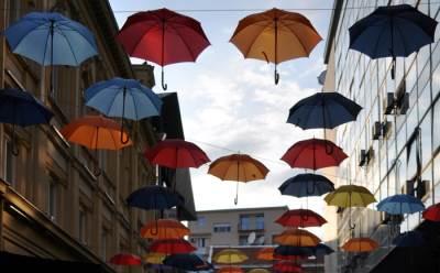 Kišobrani, kiša, nebo, oblaci