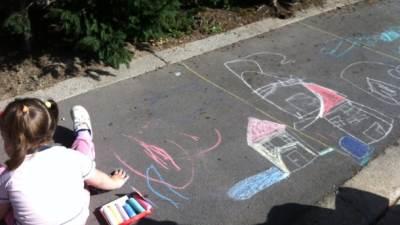 devojčica, krede, crtanje
