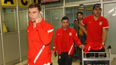 """Branislav Ivanović, Zoran Tošić i Vladimir Stojković na aerodromu """"Nikola Tesla"""""""