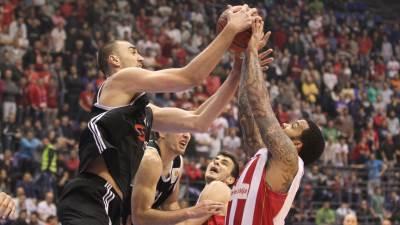 Nikola Milutinov u duelu sa Marcus Williamsom, derbi Zvezda - Partizan