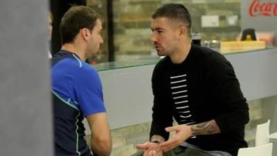 Branislav Ivanović i Aleksandar Kolarov razgovaraju uz kafu