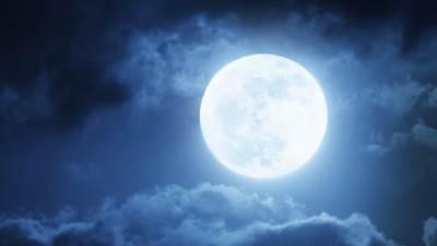 mesec pun mesec noć mrak oblaci nebo