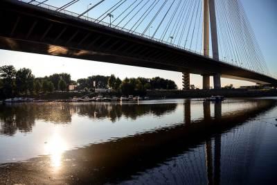 most na adi, most, mostovi, ada ciganlija, sava, ostrvo, jezero, voda, reka, nivo vode, opada, čamac, camac,