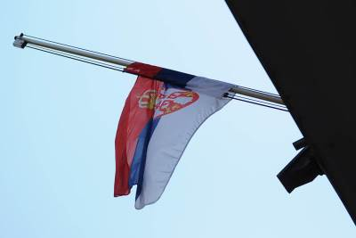 zastava, zastava srbije, na pola koplja, oluja, dan žalosti, beograd, terazije, povorka,