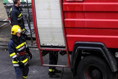 vatrogasci, vatrogasac, požar, spasioci, vatra, gašenje požara,
