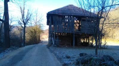 put, put u Srbiji, putevi, kuća nasred puta, put do Stare planine