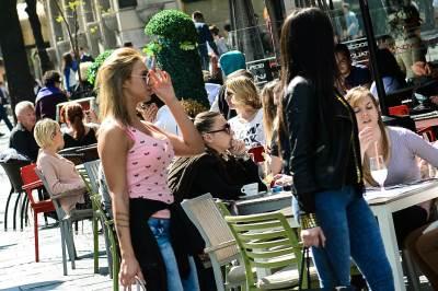 lepo vreme, knez mihailova, ljudi, ulica, šetač, šetaju, devojke, sunce, sunčano, proleće,