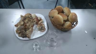 SRS radikali srpska radikalna stranka pečenje hleb rakija svinjetina prasetina