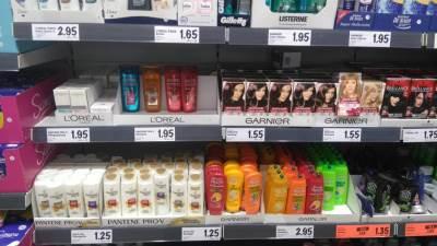 prodavnica radnja kozmetika prodavci kupi potrošači trgovina prodavnice proizvodi