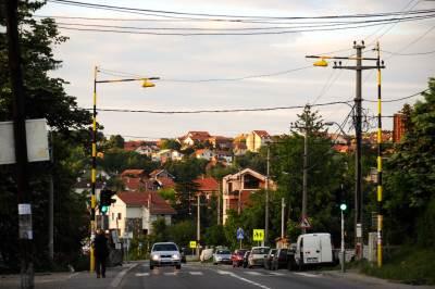 jajinci, ulica, predgrađe, predgradje, grad, naselje, kuće, saobraćaj, bandera,