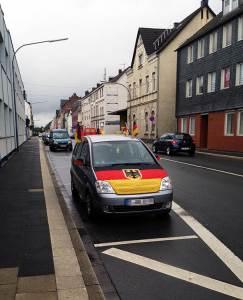 euro 2016, automobili, zastave, kuće, zgrade, navijači