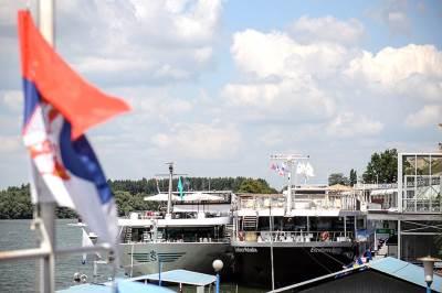 pristanište, kruzer, brod, brodovi, reka, turisti, beograd, kalemegdan, ljudi, turizam,