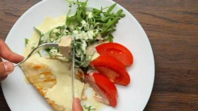piletina, meso, paradajz, hrana, sos, rukola