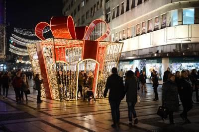 novogodišnje ukrašavanje, poklon, praznici, praznično ukrašavanje, novogodišnja rasveta, ukrasna rasveta,