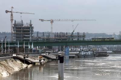 gradilište, beograd na vodi, dizalica, dizalice, most, tramvajski most, stari savski most, reka sava, sava, pristanište,