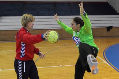 Dragica Đurić i Jovana Risović, rukometašice Srbije