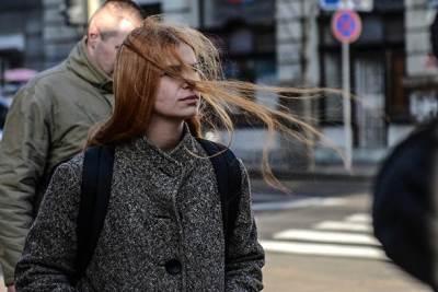 košava, vetar, duva, duva vetar, vetrovito, devojka, kosa, ulica