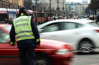 policija, saobraćajna, saobraćajna policija, saobraćajac, saobracajna policija, saobraćaj, automobili, gužva, nesreća, zaustavljen saobraćaj,