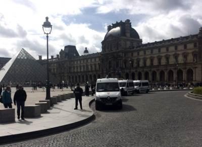 policija, francuska, luvr, paris