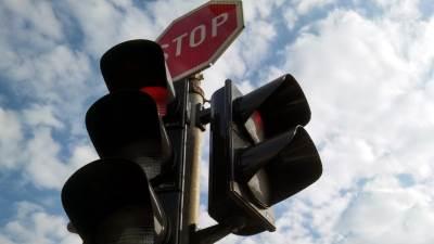 semafor crveno stop ulica pešački