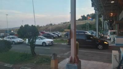 makedonija carina granica prelaz turisti putnici putovanje prelazi carinici graničar putovanja putovanje gužva gužve