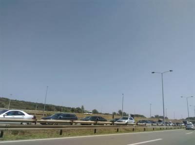 kolona gužva autoput vozila automobili