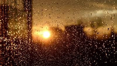 zalazak sunca, sunce, kiša, zalazak, beograd, grad, zgrade, zgrada, kuće, naselje, centar grada, nebo, oblaci