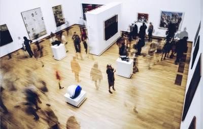 muzej savremene umetnosti, gužva, ljudi,