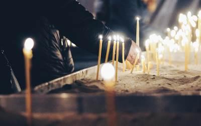 oliver ivanović, paljenje sveća, hram, crkva, sveća, sveće