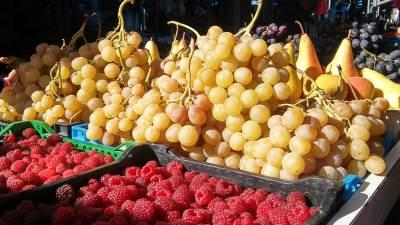 voće, maline, grožđe, pijaca