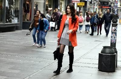 devojka, kaput, šetnja, lepo vreme