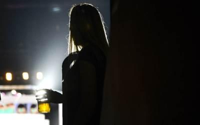 devojka, pivo, alkohol, žurka