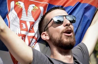 navijači srbije slave pobedu