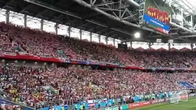 Poljaci pevaju himnu