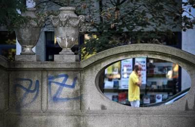 kukasti krst, hitler, nacisti, grafiti, studentski park