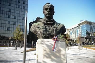 dimitrije tucović, spomenik