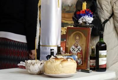 sveti nikola, slava, crkva, vernici, liturgija, slavski kolač