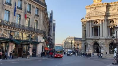 Pariz Januar 2019 izlozi, grad, Izlog razbijen, protesti, huligani, srca, srča, staklo