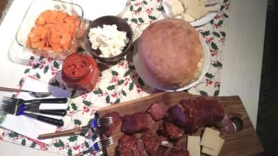 hrana, jelo, meze, sir, kačkavalj, ajvar, suhomesnato