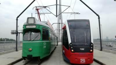tramvaj, tramvaj preko mosta na adi, tramvaji, pruga, šine, GSP, prevoz, gradski prevoz