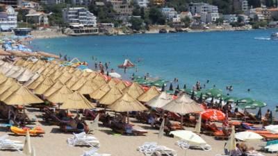 Sutomore, plaža, mobilijar, trambolina
